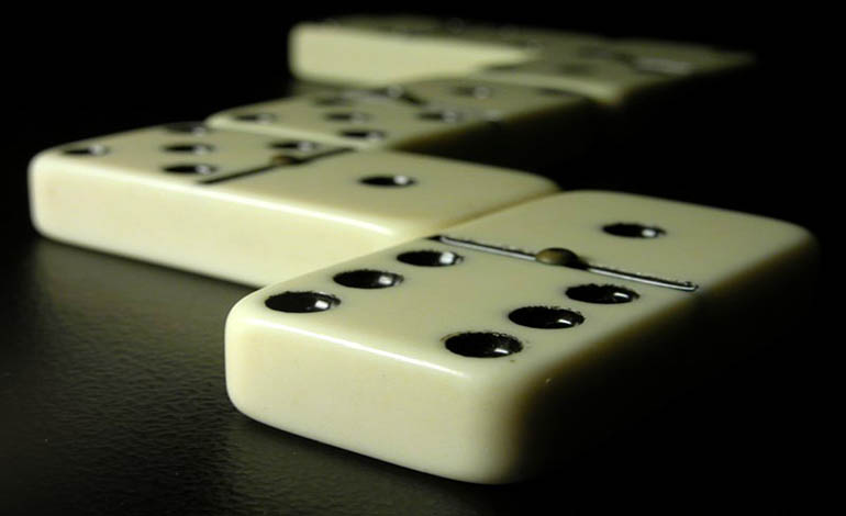 domino game dominoes