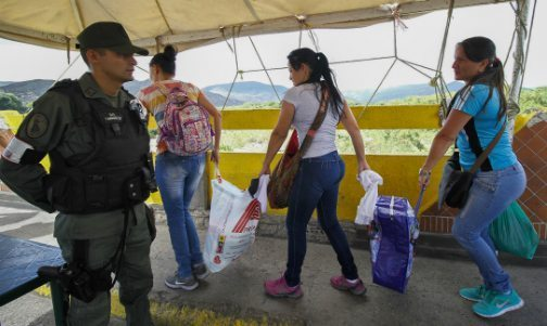 Venezuelans hunt for food in Colombia