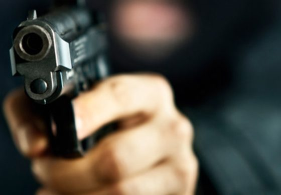 Bar owner shot defending himself from bandits