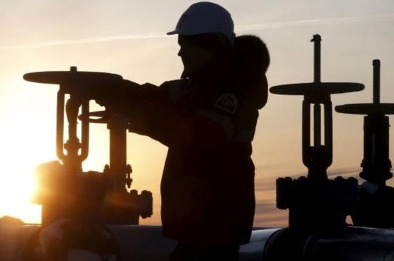 Oil price falls despite deal to extend output cut