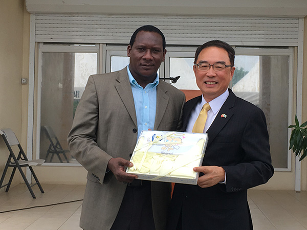 His Excellency Douglas Shen, Ambassador of the Republic of China (Taiwan) to Saint Lucia, donating charity supplies to the Honourable Lenard Montoute, Minister for Equity, Social Justice and Empowerment