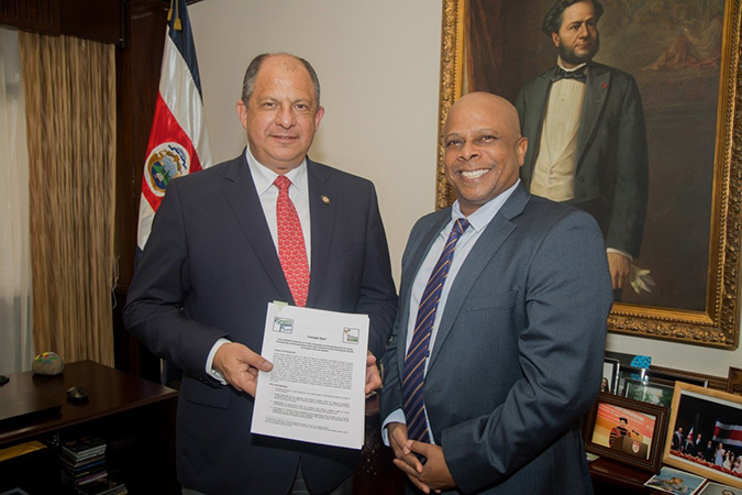 The President (red tie) receiving the project document CARIRIM from RAMIRO Crawford Limon Roots
