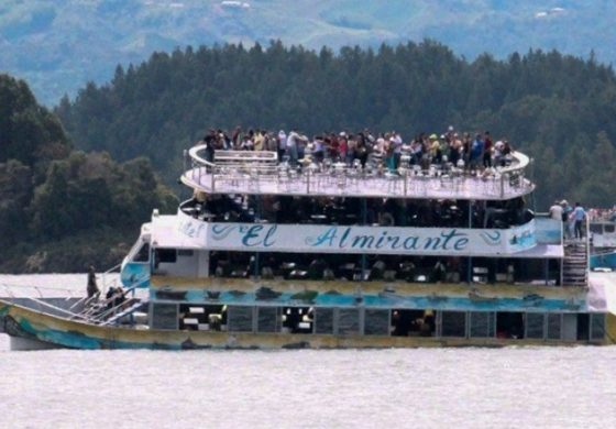 Dozens missing after tourist boat sinks in Colombia