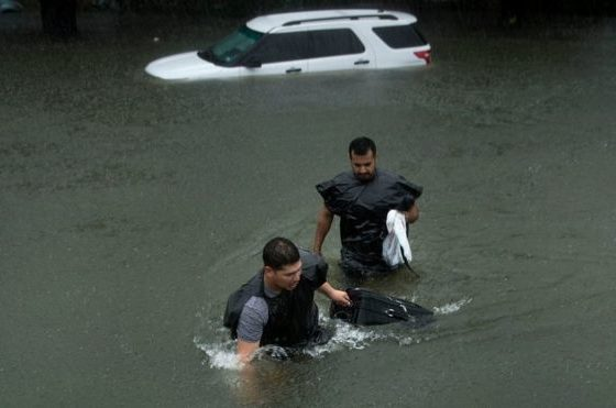 Harvey: 1,000 rescued as Houston hit by 'catastrophic floods'