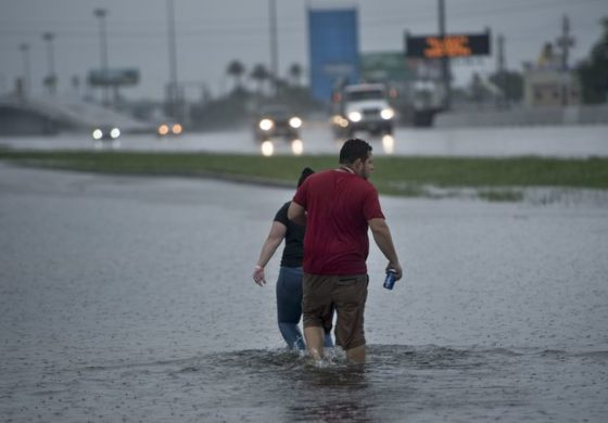 Houston battles 'unprecedented' floods