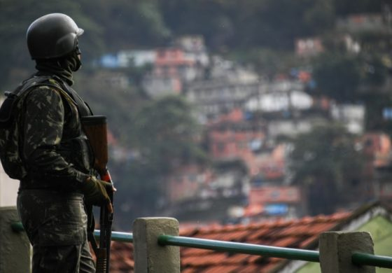 Brazil troops storm Rio slums to catch gang leaders