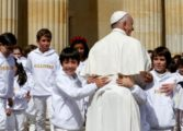 Colombia's FARC leader asks pope's forgiveness for war pain