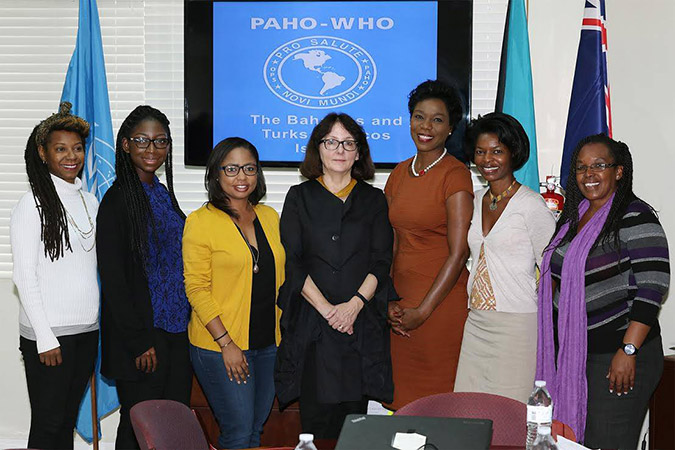 PAHO OFFICIAL WITH BAHAMIAN JOURNALISTS
