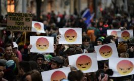 High school students in Hungary rally for modern education