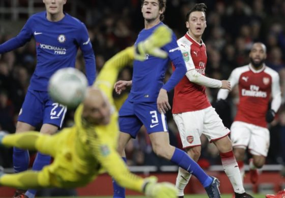Arsenal beats Chelsea 2-1 to seal League Cup final with City