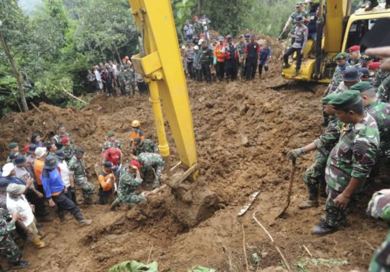 Woman rescued from Indonesia landslide after 13 hours