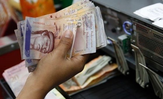 Venezuela: 1,000 Bank Accounts Blocked for Currency Speculation