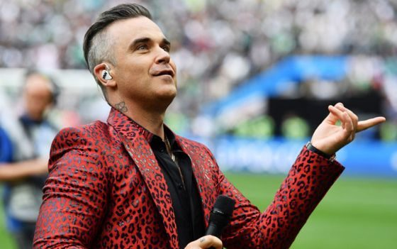 Fox apologises after Robbie Williams gives finger