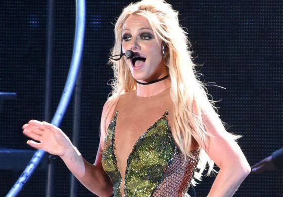 Britney Spears appears to forget where she is during performance