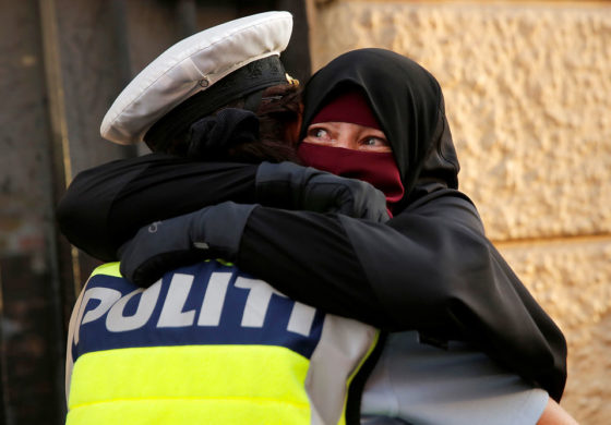 Photo of Danish Cop and Muslim hugging goes viral