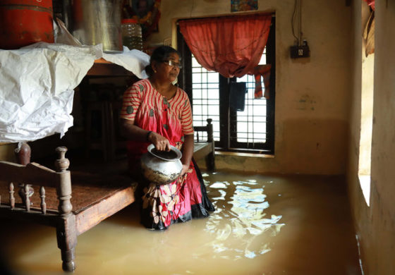 India monsoon floods 'kill more than 300'