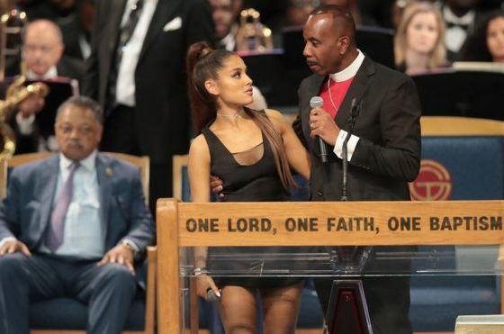 Aretha Franklin bishop sorry after 'groping' Ariana Grande